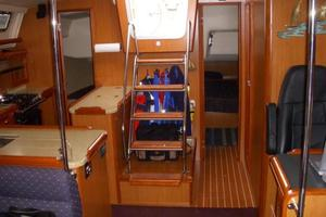 49' Hunter 49 2007 Note wet locker behind ladder