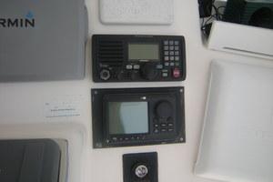 40' Cabo Flybridge 2005 Icom VHF and Simrad Autopilot