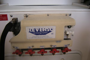 40' Cabo Flybridge 2005 Rverso Oil Change System