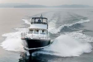 49' Alden Flybridge Express 49 2007 Underway (Bow)