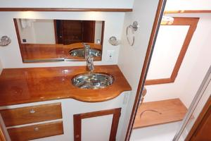 49' Alden Flybridge Express 49 2007 Guest Head