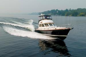 49' Alden Flybridge Express 49 2007 Underway