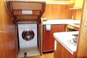 49' Alden Flybridge Express 49 2007 Washer/Dryer