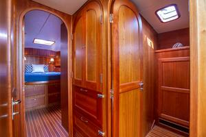 49' Alden Flybridge Express 49 2007 Access to Cabins
