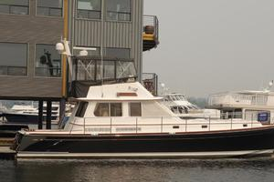 49' Alden Flybridge Express 49 2007 Profile at Dock