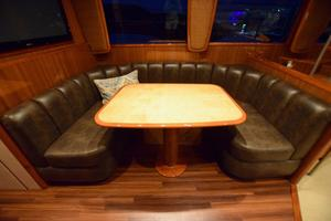 64' Viking Enclosed Bridge 2008 Dinette