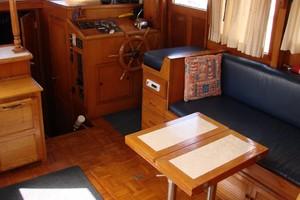 38' Marine Trader Double Cabin 1986 30 38' Marine Trader saloon starboard.JPG