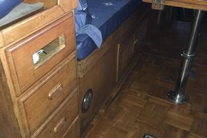 38' Marine Trader Double Cabin 1986 Midas Touch 1986 Marine Trader 38 Double Cabin Interior Couch.JPG