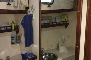 38' Marine Trader Double Cabin 1986 Midas Touch 1986 Marine Trader 38 Double Cabin Interior Fwd Head 1.JPG