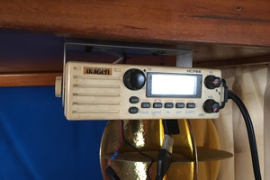 38' Marine Trader Double Cabin 1986 Midas Touch 1986 Marine Trader 38 Double Cabin Helm VHF Radio.JPG