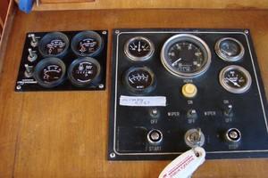 38' Marine Trader Double Cabin 1986 70 38' Marine Trader gauges.JPG