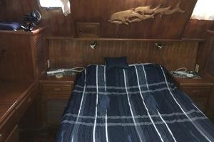 38' Marine Trader Double Cabin 1986 Midas Touch 1986 Marine Trader 38 Double Cabin Interior Master Cabin 1.JPG