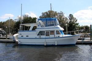 38' Marine Trader Double Cabin 1986 00 38' Marine Trader starboard.JPG