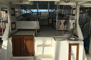 38' Marine Trader Double Cabin 1986 Midas Touch 1986 Marine Trader 38 Double Cabin Exterior Aft deck to Flybridge.JPG