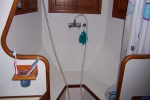 50' Mikelson Pilothouse Cutter 1987 50 Mikelson Guest Shower Stall