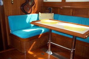 50' Mikelson Pilothouse Cutter 1987 50 Mikelson Salon Settee 2