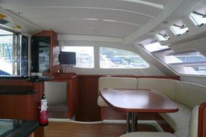 47' Leopard 47 PC 2008 Saloon/Galley