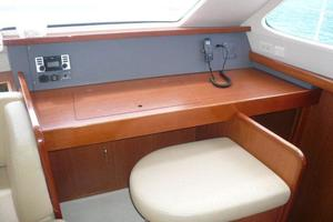 47' Leopard 47 PC 2008 Nav Station