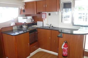 47' Leopard 47 PC 2008 Galley