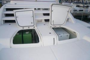 47' Leopard 47 PC 2008 Bow Storage