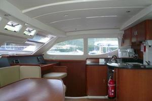 47' Leopard 47 PC 2008 Galley/Saloon