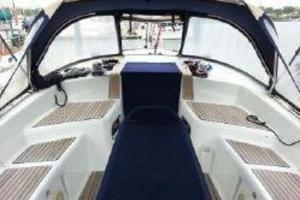 42' Jeanneau Sun Odyssey 42 DS 2010 Cockpit