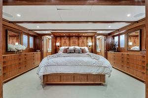 106' Burger 106 Raised Pilothouse 2004 Wow (24).jpg