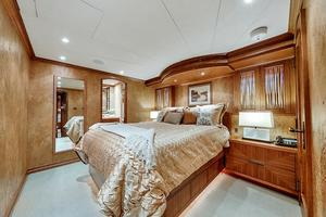 106' Burger 106 Raised Pilothouse 2004 Wow (29).jpg
