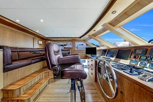 106' Burger 106 Raised Pilothouse 2004 Wow (36).jpg