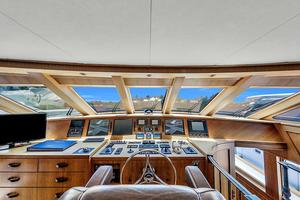 106' Burger 106 Raised Pilothouse 2004 Wow (35).jpg