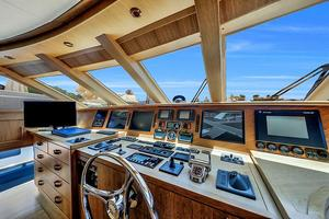 106' Burger 106 Raised Pilothouse 2004 Wow (34).jpg