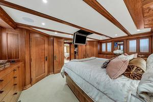 106' Burger 106 Raised Pilothouse 2004 Wow (27).jpg