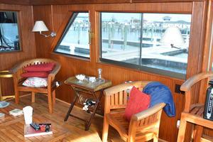 53' Hatteras Motor Yacht 1981 Salon