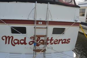 53' Hatteras Motor Yacht 1981 Stern
