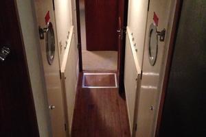 53' Hatteras Motor Yacht 1981 Engine room entry