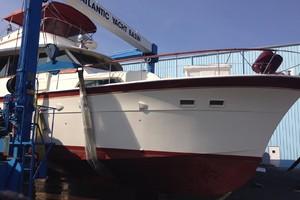 53' Hatteras Motor Yacht 1981 In sling