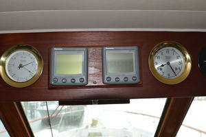 53' Hatteras Motor Yacht 1981 Electronics
