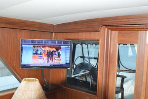 53' Hatteras Motor Yacht 1981 Flat screen