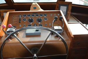 53' Hatteras Motor Yacht 1981 Helm