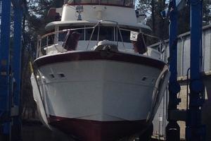 53' Hatteras Motor Yacht 1981 Bow in sling