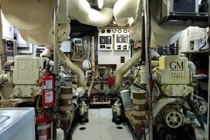 68' Burger 68 Motor Yacht Flush Deck 1964 Engine Room