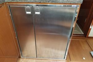 47' Sea Ray 470 Sundancer 2015 Refrigerator and Freezer