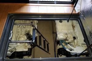 47' Sea Ray 470 Sundancer 2015 Engine-room entrance