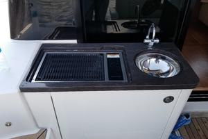 47' Sea Ray 470 Sundancer 2015 Wet bar and Electric Barbecue