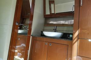 47' Sea Ray 470 Sundancer 2015 Master Vanity area