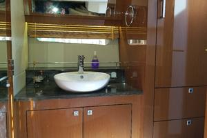 47' Sea Ray 470 Sundancer 2015 Master vanity sink