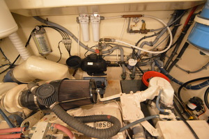 54' Hatteras 54 Edmy 1990 1990 Hatteras 54 ED, Fresh water pump and filters