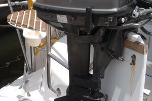 46' Hunter 460 2001 Dinghy engine