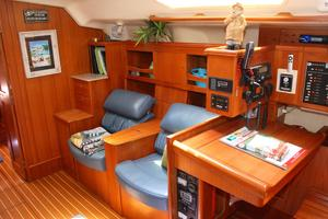 46' Hunter 460 2001 Captain's chairs starboard