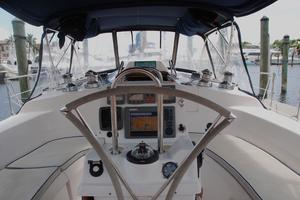 46' Hunter 460 2001 Cockpit
